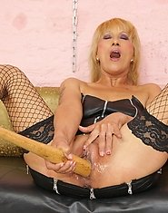 Horny blonde mature slut getting fisted