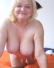 This horny amateur mature slut loves to play