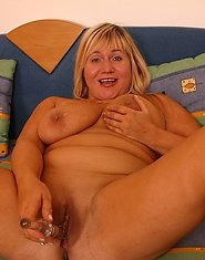 Obese mommy dildoes her shaven hole from behind